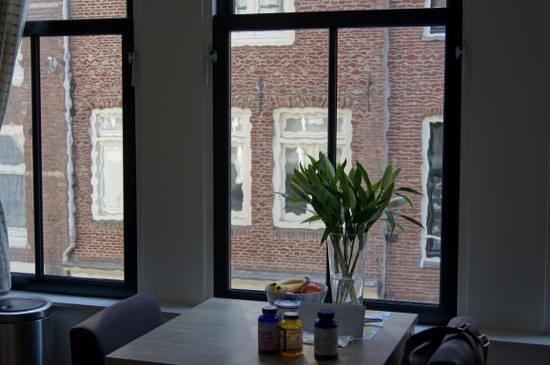 Artist House Apartments: вид из гостинной