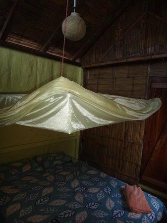 Sol Inn : Cama matrimonial y mosquitero
