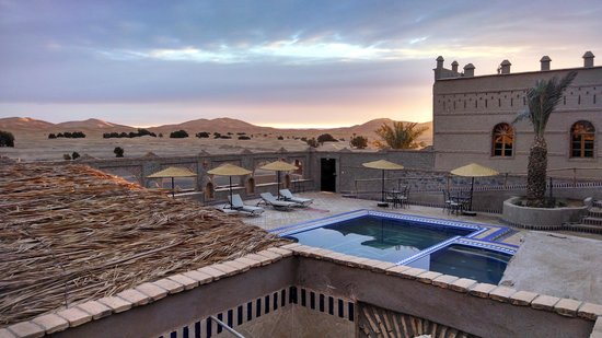Kasbah Azalay Merzouga: View of the pool and desert
