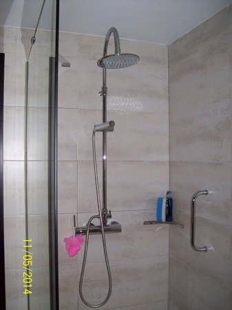 Protur Palmeras Playa: HUGE walk-in shower. Room 1233