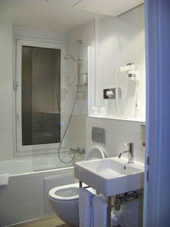 Holiday Inn Paris Auteuil : La salle de bain