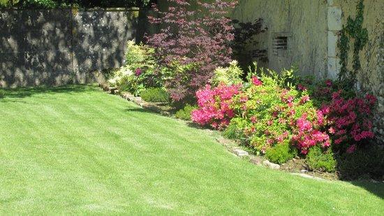 Un jardin fleuri photo de les couleurs du verger for Amenager un jardin fleuri