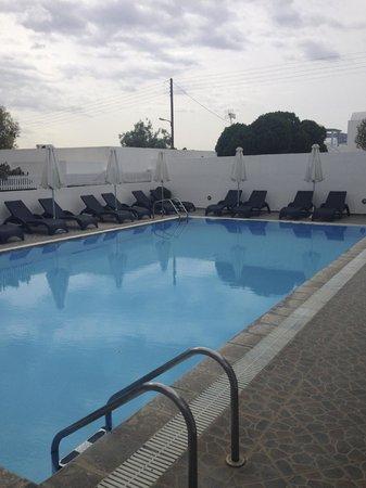 Philippion Boutique Hotel : piscine toujours à l'ombre