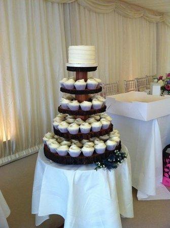 Bedford Arms Hotel: Young Wedding #hummingbirdbakery
