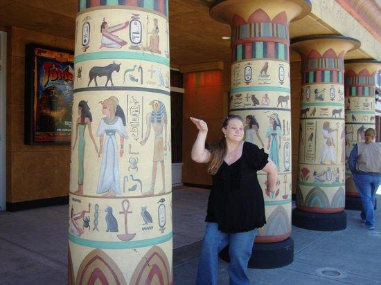 Tomb Egyptian Adventure: walk like an egyptian