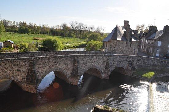 Best Western Le Moulin De Ducey : Vue de la chambre de jour