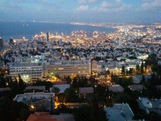 Crowne Plaza Hotel Haifa: Night View