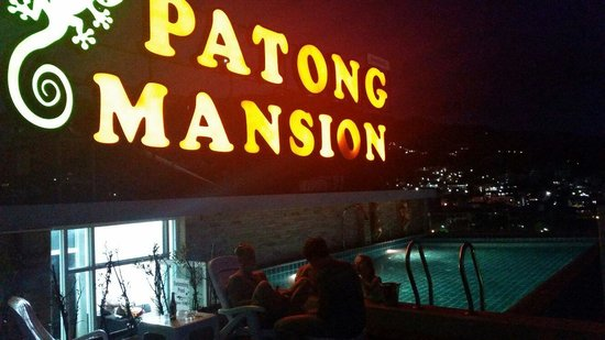Patong Mansion Hotel: Night party swimingpool