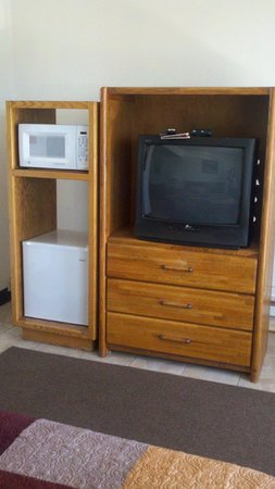 Blue Coast Inn & Suites : tv