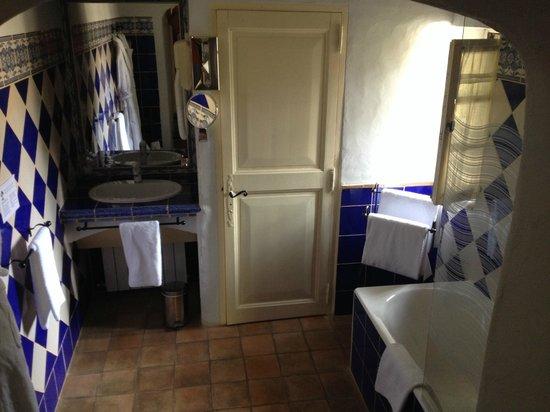 Garrigae Abbaye de Sainte Croix : salle de bains