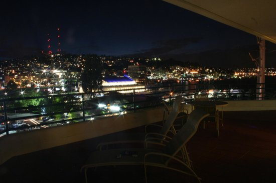 Residence Inn Seattle Downtown/Lake Union: A view from our balcony after dark