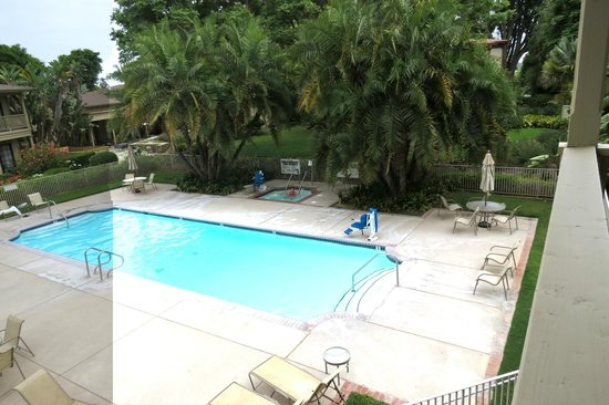 Pacifica Suites Santa Barbara: Heated pool and jacuzzi
