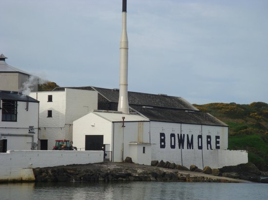 Bowmore Distillery : Bowmore seaside view