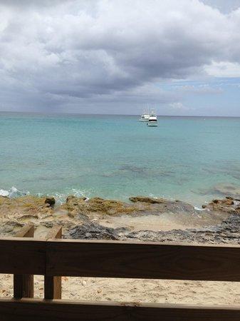 Rhythms at Rainbow Beach: Lunch with a view.