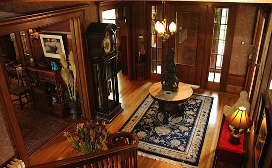 Portland Mayor's Mansion: The entry way from the main stairs.