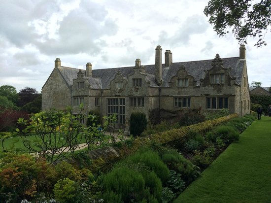 Trerice : Front entrance