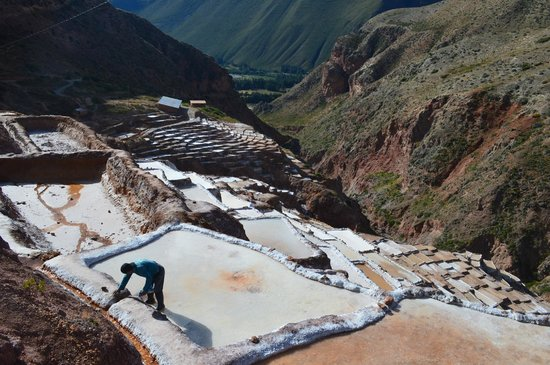 Salinas de Maras: working at the mines