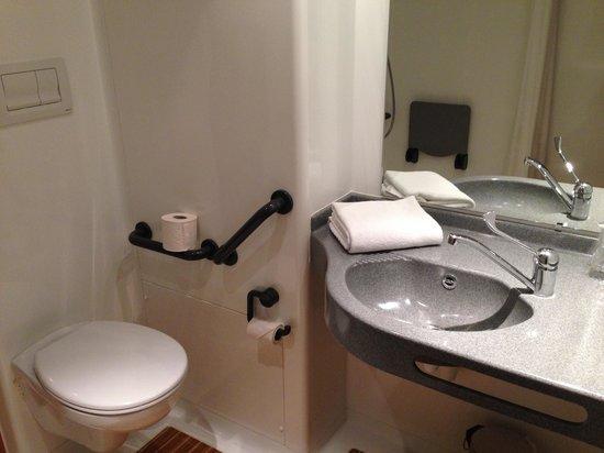 Ibis Budget Archamps Porte de Geneve: Banheiro