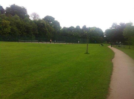 Wharfe Meadows Park Otley: tennis courts