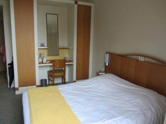 Grand Hotel Filippo : sympa la petite table avec miroir