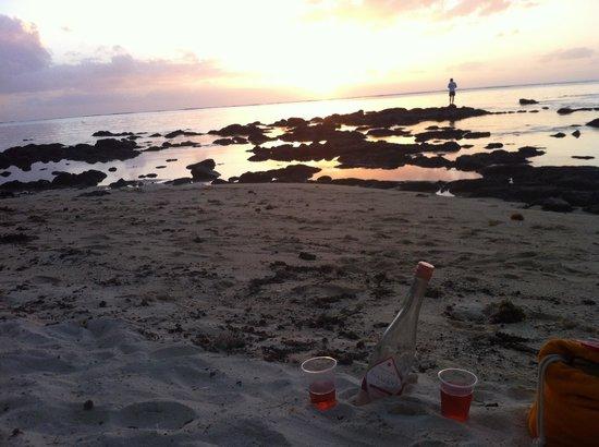Coin de Mire Attitude : Best spot for sunset , 10 min walk along beach