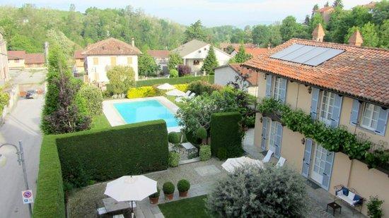Corte Gondina Boutique Hotel : Blick zum Garten und Pool
