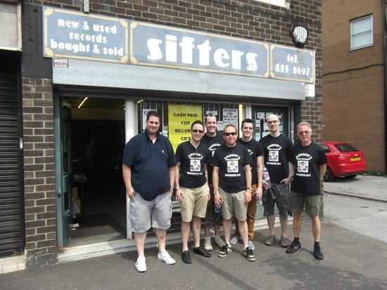 Manchester Music Tours: Outside Mr Sifters