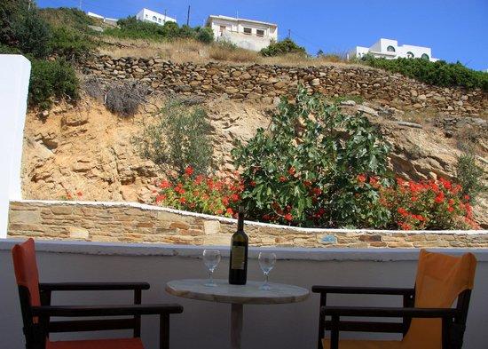 Armadoros Hotel: VIEW TO THE MOUNTAIN