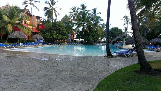 Tropical Princess Beach Resort & Spa: Piscina