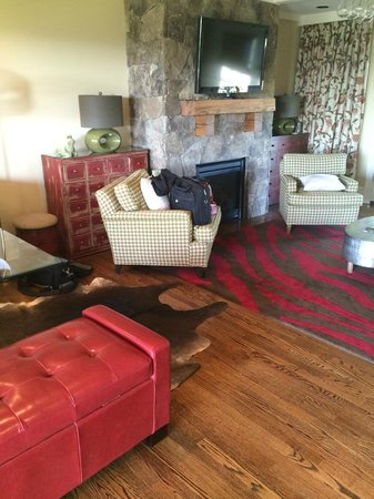 The Inn at Willow Grove: living room