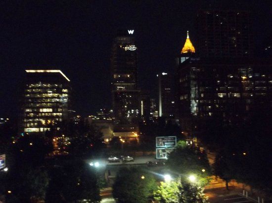 Aloft Atlanta Downtown: Night skyline