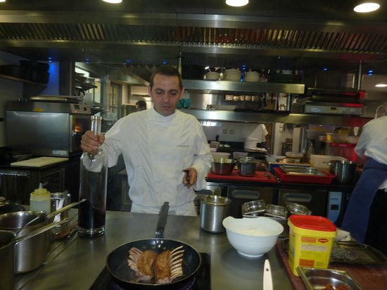 Domaine de Capelongue: Chef Cyril in cooking class