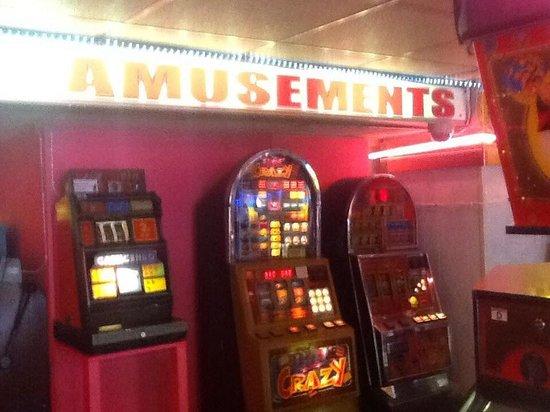 Higgitt's Las Vegas Amusements: Retro bandits