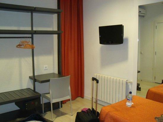 Hostal Benidorm: room