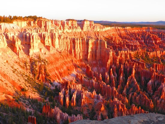 Bryce Canyon Lodge : Sunrise from Bryce Point