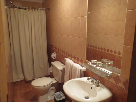 Los Apus Hotel & Mirador: bathroom