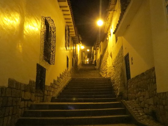 Los Apus Hotel & Mirador: walking street up to SB