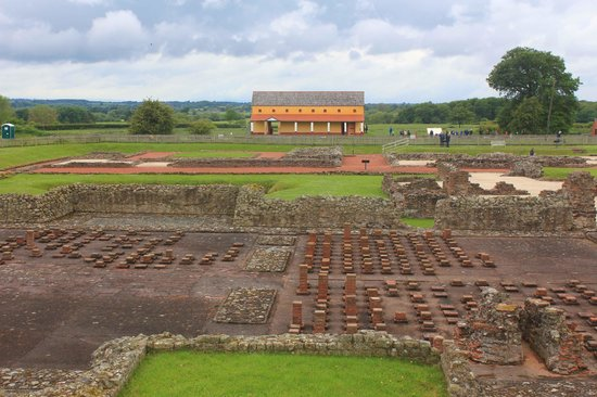 Wroxeter Roman City: View across the heating area, market, to the house