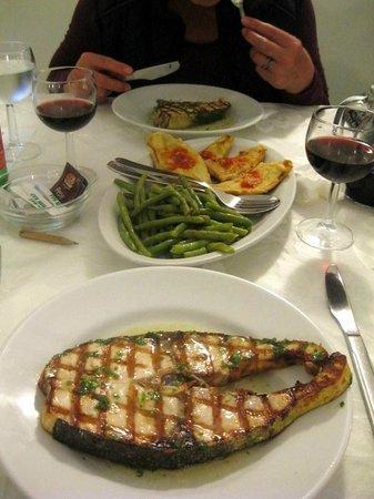 La Rosa Parco Residence : typische Spezialitaet im LA ROSA: gegrillter Fisch