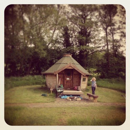 The Hideaway at Baxby Manor: Fabulous wee hobbit hut!!