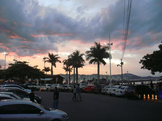Molhe - Barra Sul: por do sol na área
