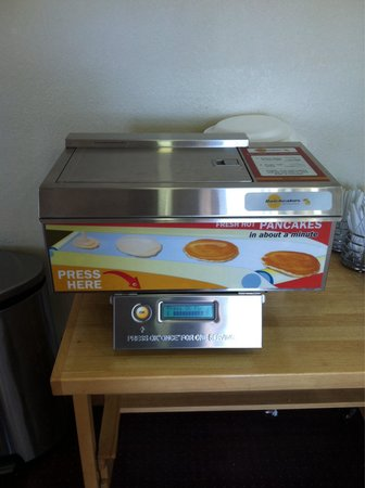 Quality Inn & Suites: Our granddaughter loved the pancake machine