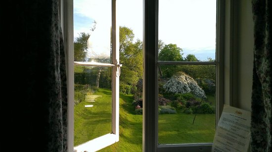 Manor Farm B&B: View from the Rose Room