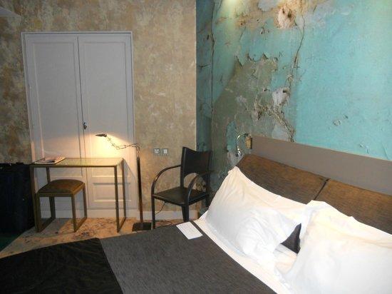 Apostrophe Hotel : La carta da parati ricrea la situazione della stanza del vecchio motel prima dell'Apostrophe