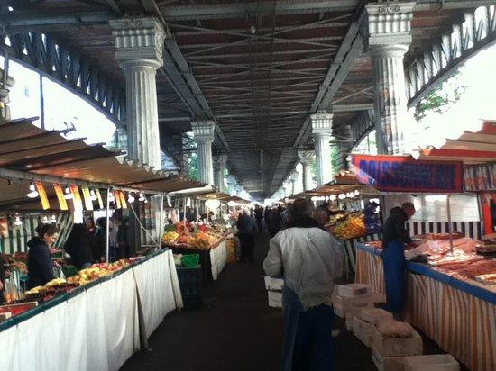 Le Relais Saint Charles: Sunday market