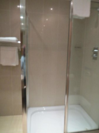Pillo Hotel Ashbourne: bath