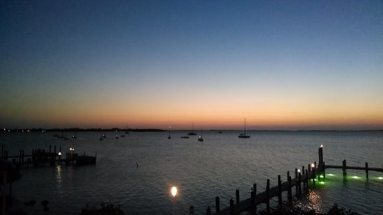 Bayside Grille & Sunset Bar : sunset view over Florida Bay