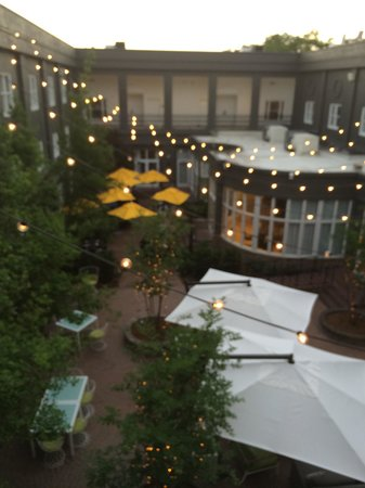 The Kimpton Brice Hotel: Central courtyard is a quiet oasis.