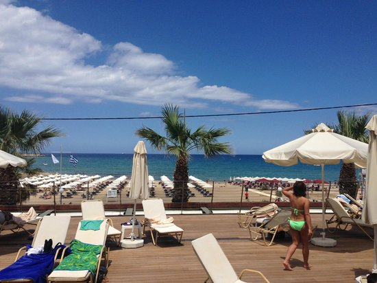 Aquila Porto Rethymno : Sunbathing by the pool AND beach!! x