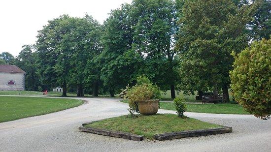 Château de Nieuil : Cours